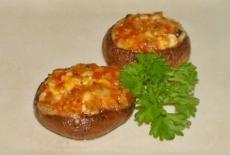 Champignons met ajvar, feta, belegen goudse kaas, tijm en peterselie