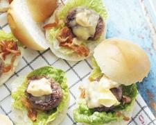 Miniburgers met lutenica saus